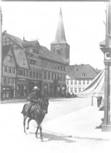 Gerhard Becker - bei der Rückkehr vom Hof in Veerssen