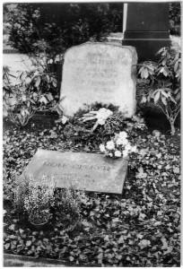 Grabsteine Rolf Becker und seiner Großeltern