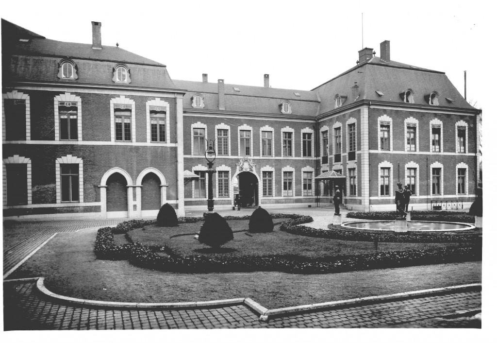 """Seraing - Innenhof (""""Cour Interieure"""")"""