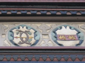 Wappenfries am Renaissance-Erker des Harlessem-Hauses