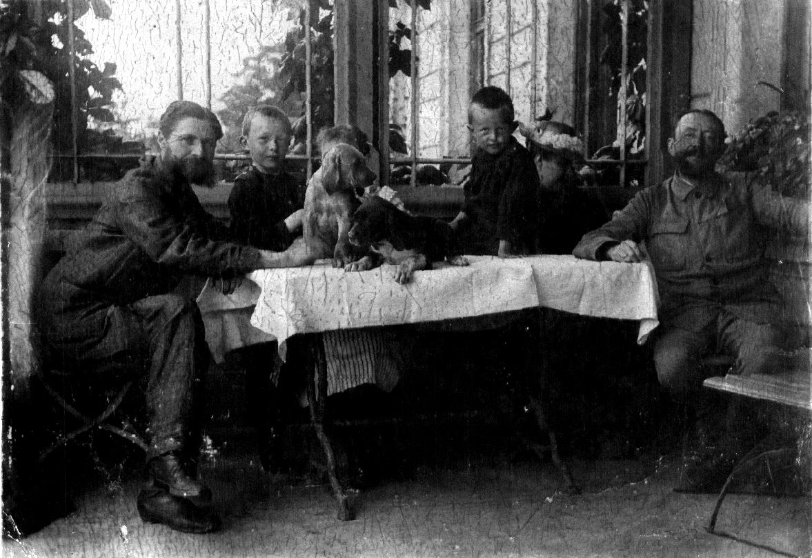 Familie Roemer auf der Terasse