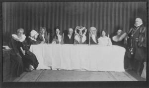 Tischgesellschaft in Kostümen nach Ahnenportraits - 1926